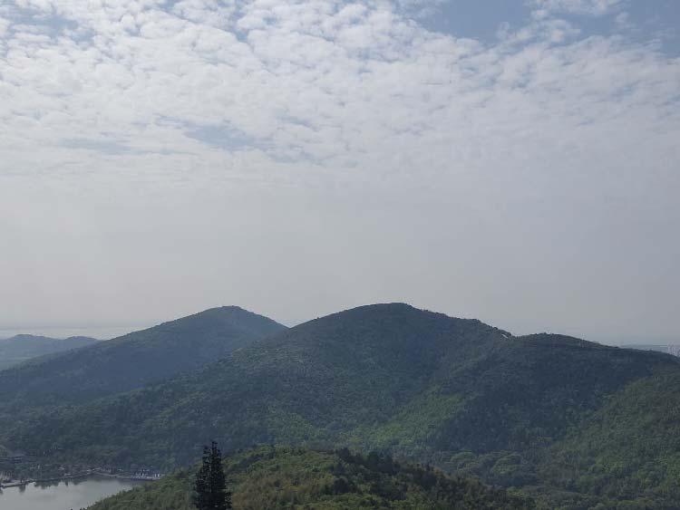 3、登顶-远眺太湖.jpg