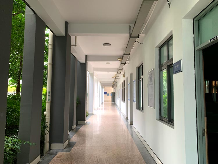 教室走廊.jpg